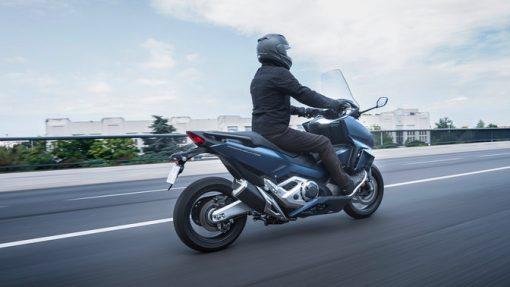 Honda Forza 750 scooter 2021 - riding to Chelsea